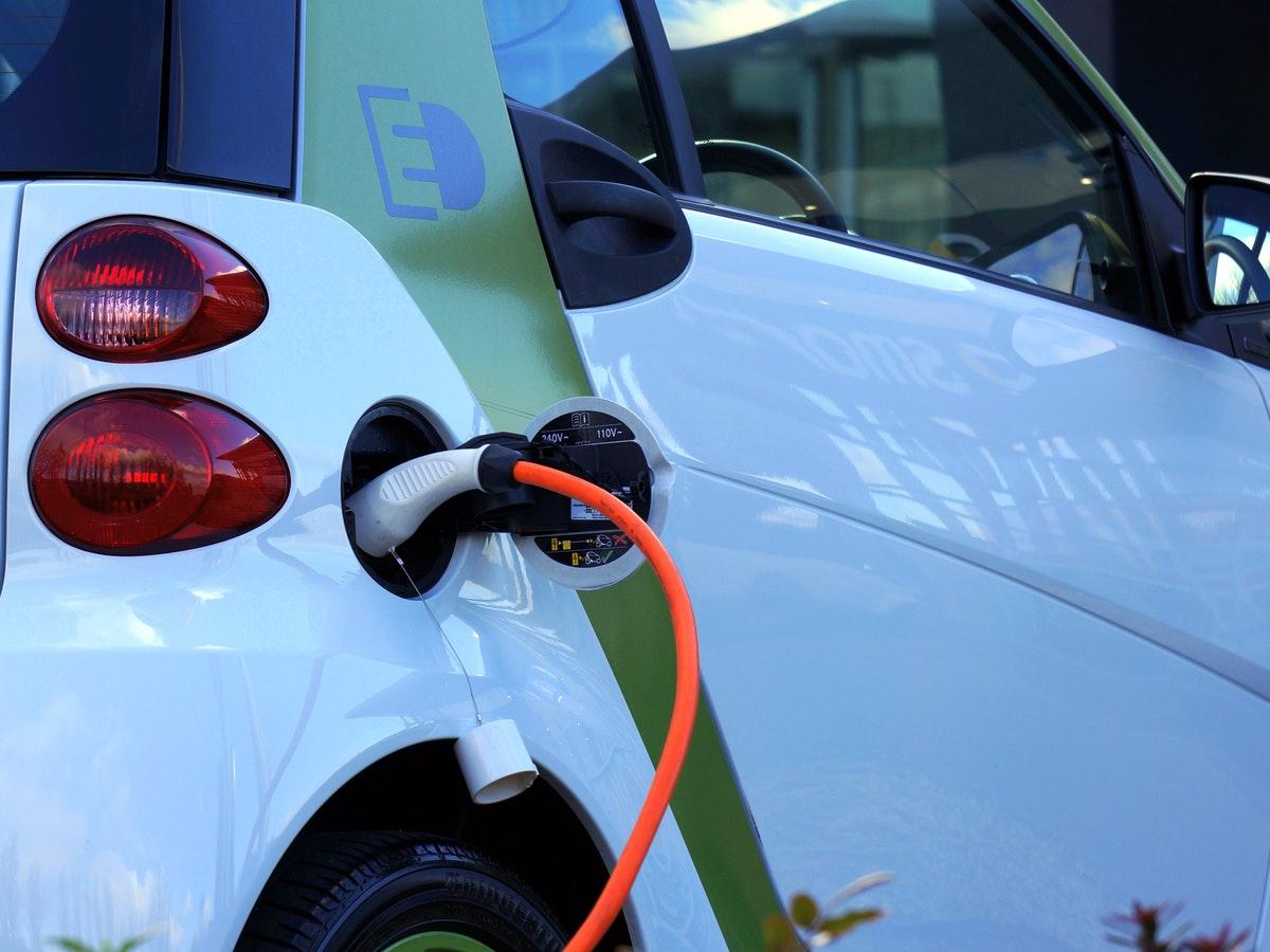 Il mercato attuale (e reale) delle auto elettriche